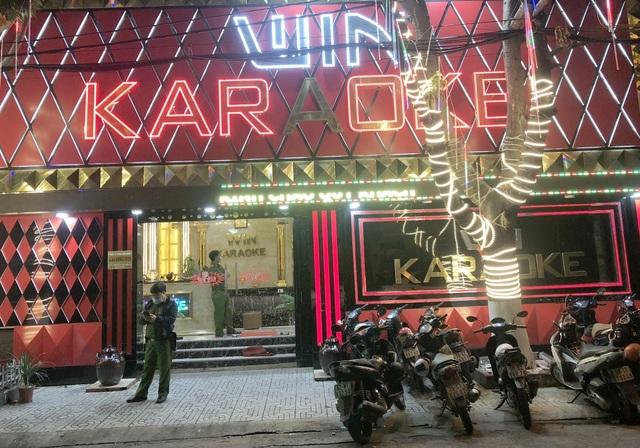 Hơn 30 người phê ma túy trong 2 quán karaoke - 1