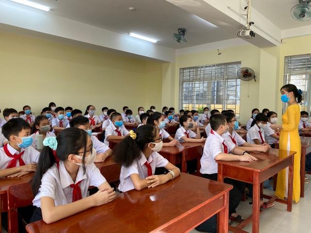 Ngày đầu học sinh Đà Nẵng đến trường: Siết chặt phòng, chống dịch Covid-19 - 5