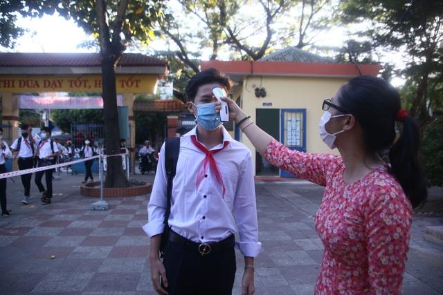 Ngày đầu học sinh Đà Nẵng đến trường: Siết chặt phòng, chống dịch Covid-19 - 3
