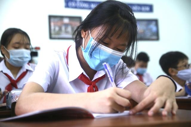 Ngày đầu học sinh Đà Nẵng đến trường: Siết chặt phòng, chống dịch Covid-19 - 4