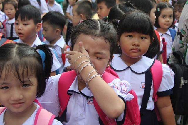 Mẹ bật khóc khi con vừa vào lớp 1 bị cô giáo chê bai đủ kiểu - 1