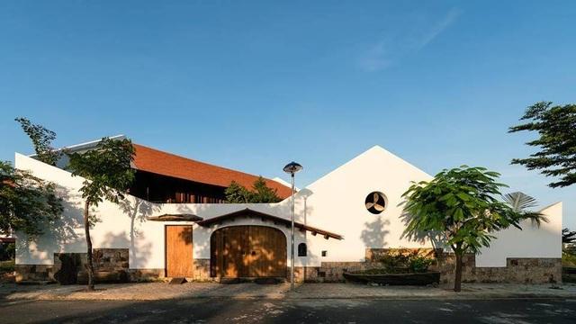 Gia đình ở Nha Trang làm nhà vườn kiểu Bắc Bộ ngập cây xanh, đẹp hiếm có - 1