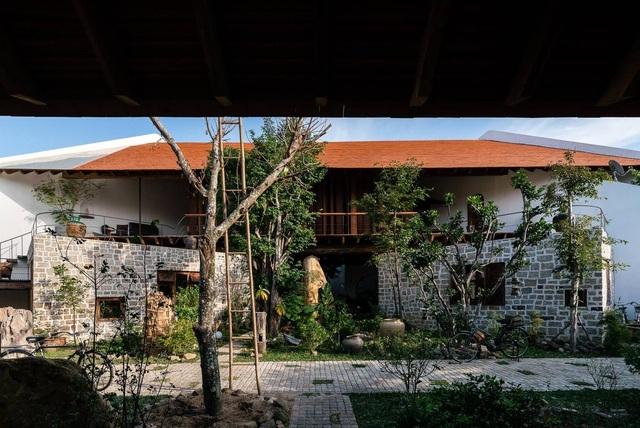 Gia đình ở Nha Trang làm nhà vườn kiểu Bắc Bộ ngập cây xanh, đẹp hiếm có - 3