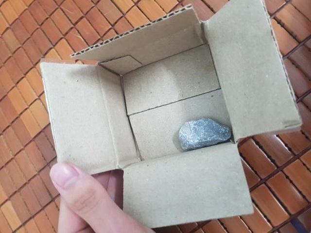 Săn sale giá 1.000 đồng ngày siêu mua sắm 9/9, người dùng nhận về… cục đá - 1