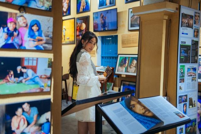 """Hoa hậu Tiểu Vy """"đẹp lạ"""" trong buổi sáng bình dị đến nao lòng ở Hội An - 9"""