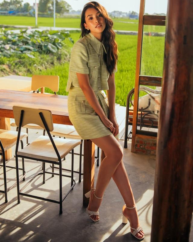 """Hoa hậu Tiểu Vy """"đẹp lạ"""" trong buổi sáng bình dị đến nao lòng ở Hội An - 15"""