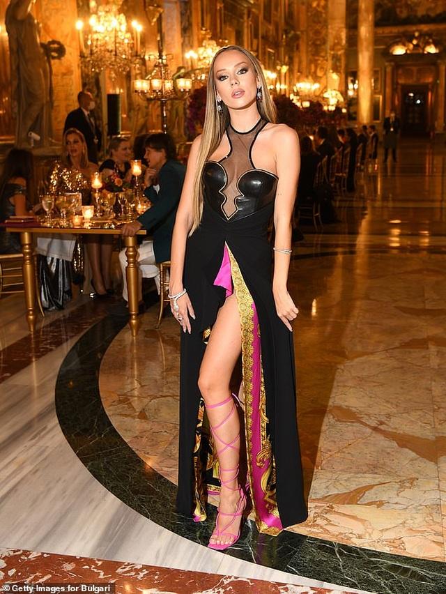 Poppy Delevingne gây choáng với váy hở bạo - 11