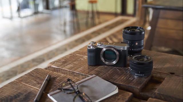 Sony ra mắt máy ảnh full-frame nhỏ gọn nhất thế giới - 1