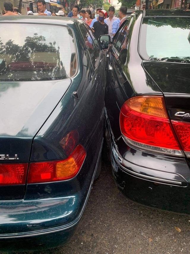Tranh cãi tình huống xe Mazda 3 lật ngửa sau cú đâm ngang sườn Toyota Camry - 2