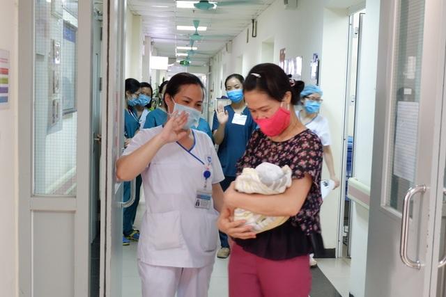 Thai nhi hồi sinh sau khi bị phá bỏ ở tuần 31 xuất viện về tổ ấm mới - 8