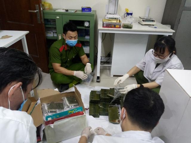 Phá vụ vận chuyển 63 bánh heroin từ tin báo của cửu vạn - 2
