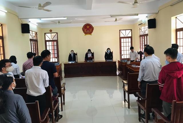 Vụ thầy giáo cho trò tái hiện cảnh nóng: Tòa án Quận 12 đình chỉ vụ án - 1