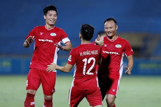 Tài năng trẻ Hai Long đối đầu với những tiền vệ hàng đầu Việt Nam - 2