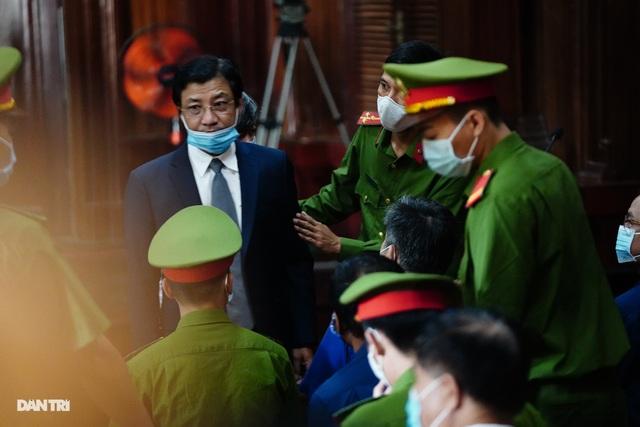 Toàn cảnh buổi đầu tiên xét xử ông Nguyễn Thành Tài và đồng phạm - 11
