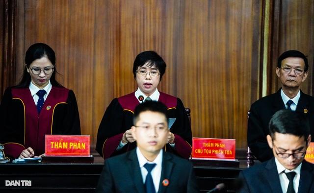 Toàn cảnh buổi đầu tiên xét xử ông Nguyễn Thành Tài và đồng phạm - 12