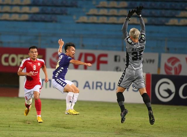 CLB Hà Nội 5-1 CLB TP.HCM: Văn Quyết, Quang Hải tỏa sáng rực rỡ - 10