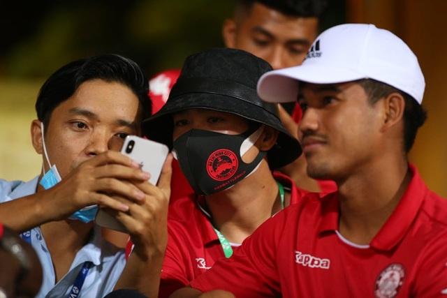 CLB Hà Nội 5-1 CLB TP.HCM: Văn Quyết, Quang Hải tỏa sáng rực rỡ - 18