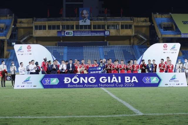 CLB Hà Nội 5-1 CLB TP.HCM: Văn Quyết, Quang Hải tỏa sáng rực rỡ - 1