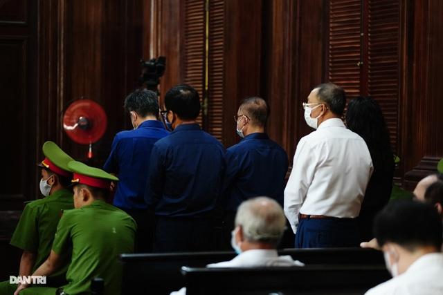 Toàn cảnh buổi đầu tiên xét xử ông Nguyễn Thành Tài và đồng phạm - 17