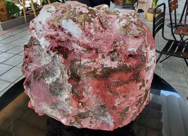 Tìm được 2 khối đá nghi là báu vật long diên hương trên biển Quảng Ngãi - 1
