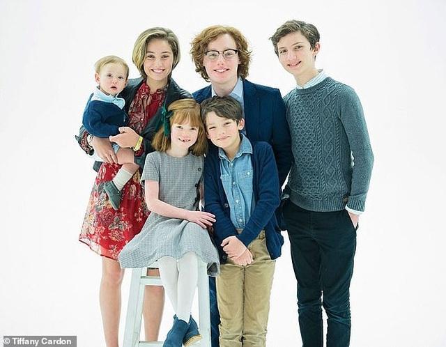 Thành viên nhóm Hanson sắp đón đứa con thứ 7 - 3