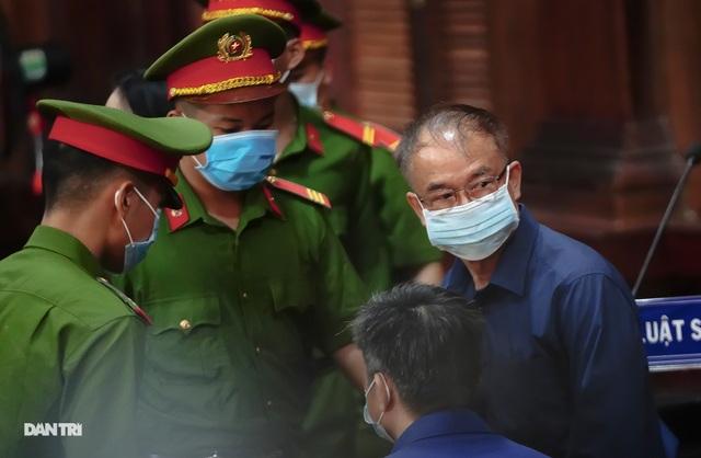 Toàn cảnh buổi đầu tiên xét xử ông Nguyễn Thành Tài và đồng phạm - 7