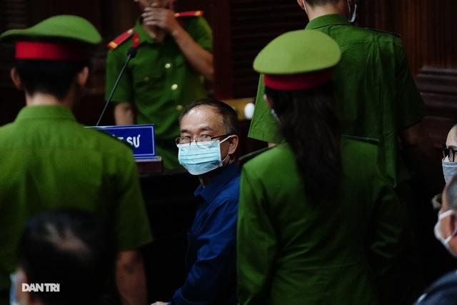 Toàn cảnh buổi đầu tiên xét xử ông Nguyễn Thành Tài và đồng phạm - 10