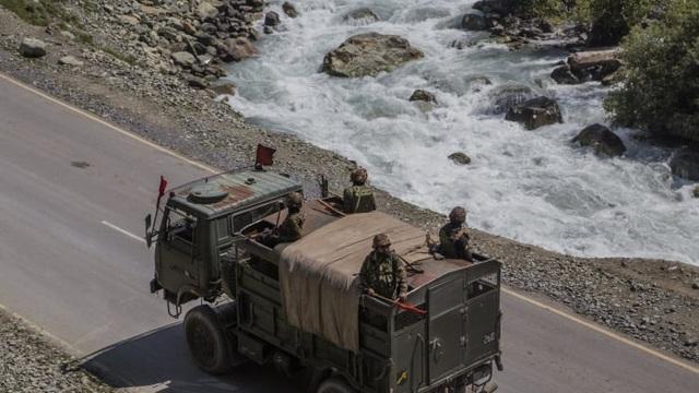 Ấn Độ ồ ạt đưa vật tư tới gần biên giới Trung Quốc - 2