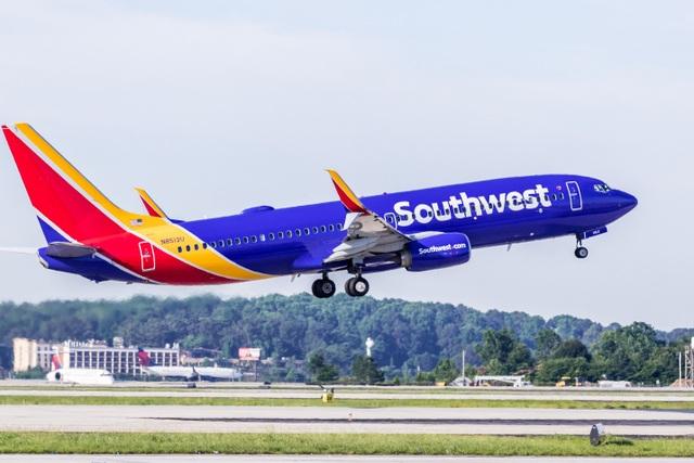 Bé trai 2 tuổi bị đuổi khỏi máy bay vì không đeo khẩu trang - 2