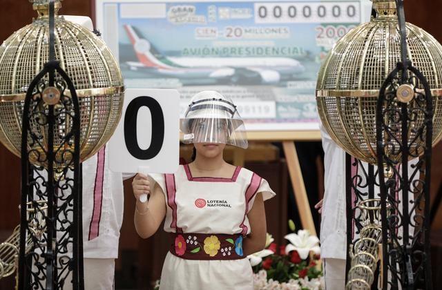 Mexico tạo ra 100 triệu phú nhờ xổ số chuyên cơ tổng thống - 1