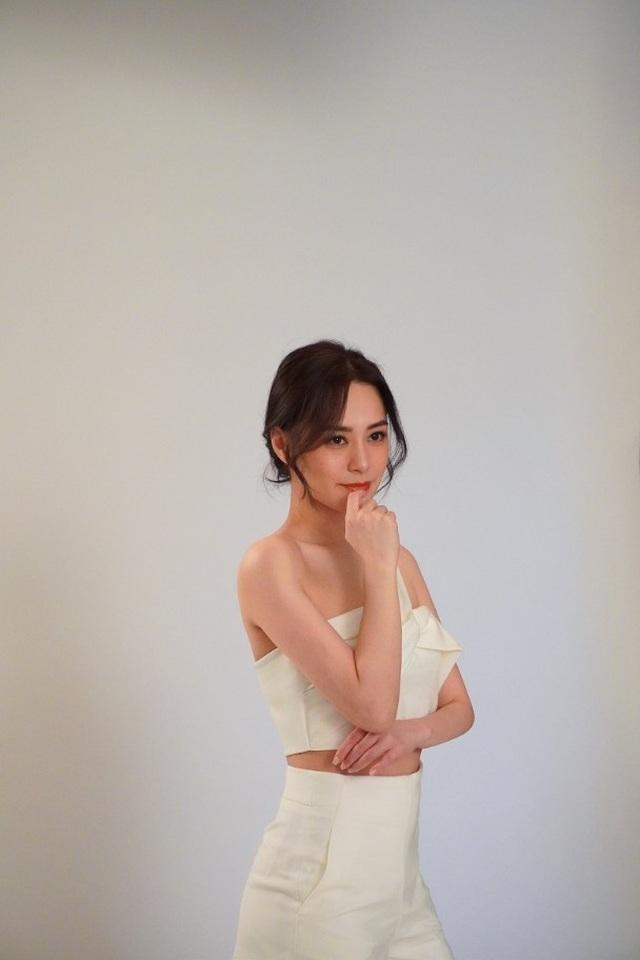 Chung Hân Đồng khoe dáng vóc thon thả sau nỗ lực giảm cân - 3