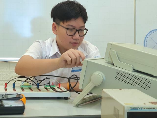 Gặp gương mặt Vàng Khoa học trẻ quốc tế vừa đỗ Thủ khoa trường chuyên KHTN - 1