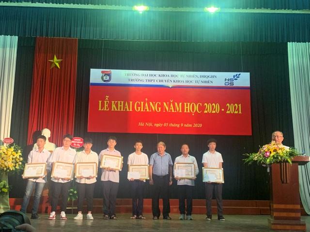 Gặp gương mặt Vàng Khoa học trẻ quốc tế vừa đỗ Thủ khoa trường chuyên KHTN - 2