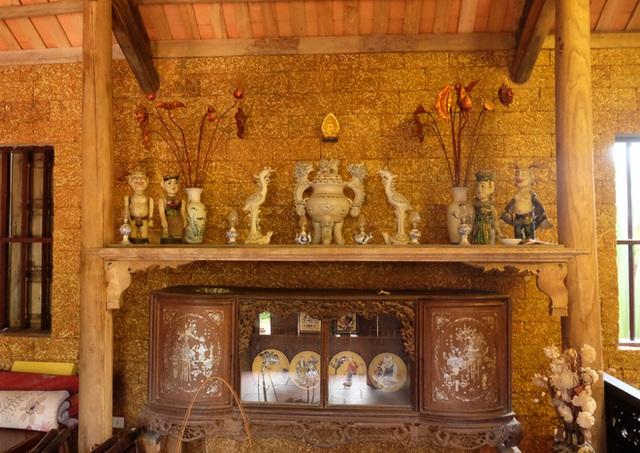 Độc nhất Hà Nội: Biệt phủ làm từ đá ong, bên trong toàn đồ cổ quý - 6