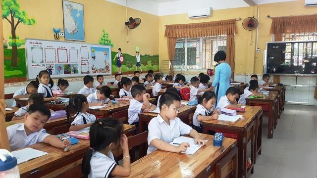 Quảng Ngãi, Huế: Thông báo khẩn cho học sinh nghỉ chống bão - 2