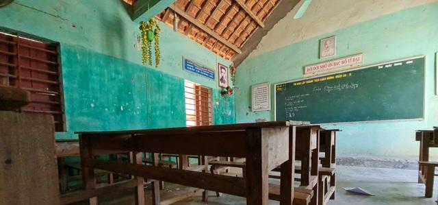 Vụ trường học sắp sập ở Nghệ An: Sau cơn bão, mái ngói bị sập hàng loạt - 10