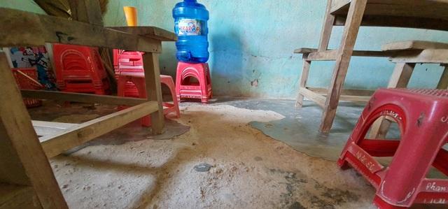 Vụ trường học sắp sập ở Nghệ An: Sau cơn bão, mái ngói bị sập hàng loạt - 9