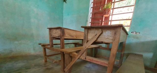 Vụ trường học sắp sập ở Nghệ An: Sau cơn bão, mái ngói bị sập hàng loạt - 11
