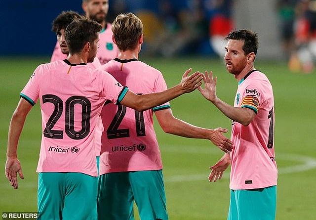 Messi lập cú đúp giúp Barcelona thắng trận derby Catalonia - 5
