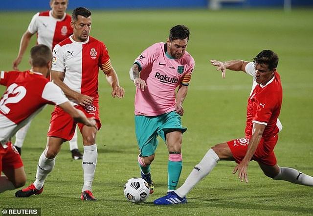 Messi lập cú đúp giúp Barcelona thắng trận derby Catalonia - 1