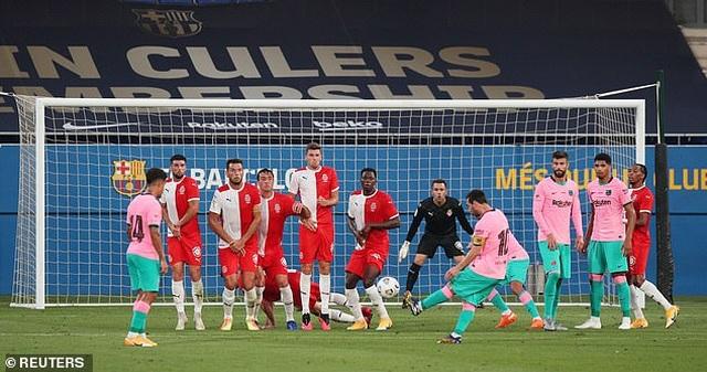 Messi lập cú đúp giúp Barcelona thắng trận derby Catalonia - 3