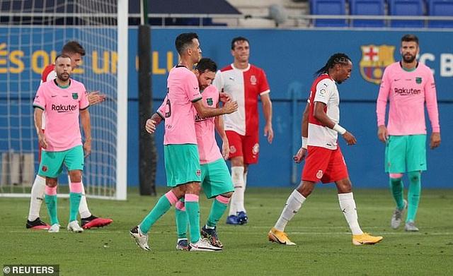 Messi lập cú đúp giúp Barcelona thắng trận derby Catalonia - 4
