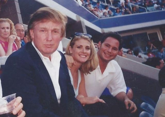 Cựu người mẫu cáo buộc ông Trump tấn công tình dục - 1