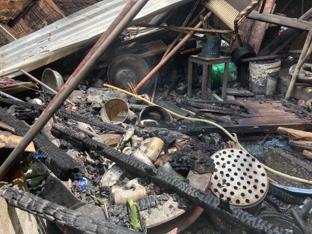 Lửa bùng phát từ căn nhà khóa cửa, cháy lan 2 nhà sát vách - 3