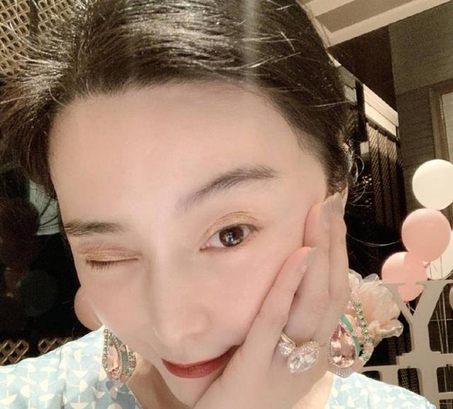 Phạm Băng Băng đeo nhẫn kim cương giá hơn 70 tỷ đồng - 1