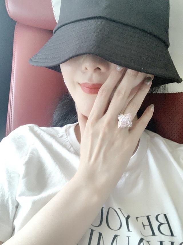 Phạm Băng Băng đeo nhẫn kim cương giá hơn 70 tỷ đồng - 2