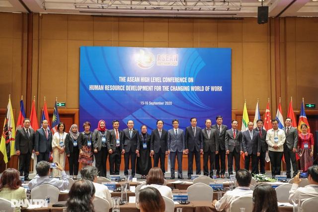 Bộ trưởng Đào Ngọc Dung: Thế giới việc làm đang thay đổi không ngừng - 4