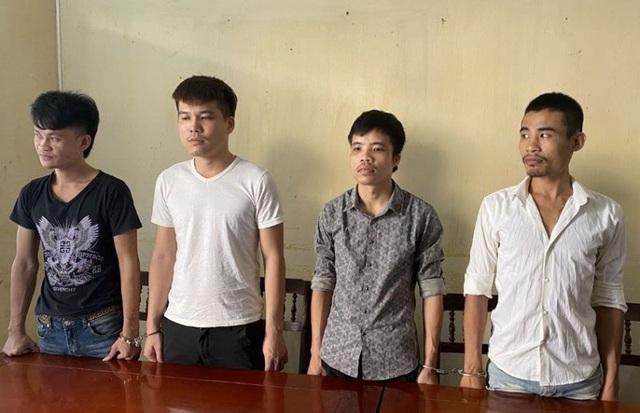 4 con nghiện mang vũ khí đi đòi tiền bảo kê trên đường Hồ Chí Minh - 2