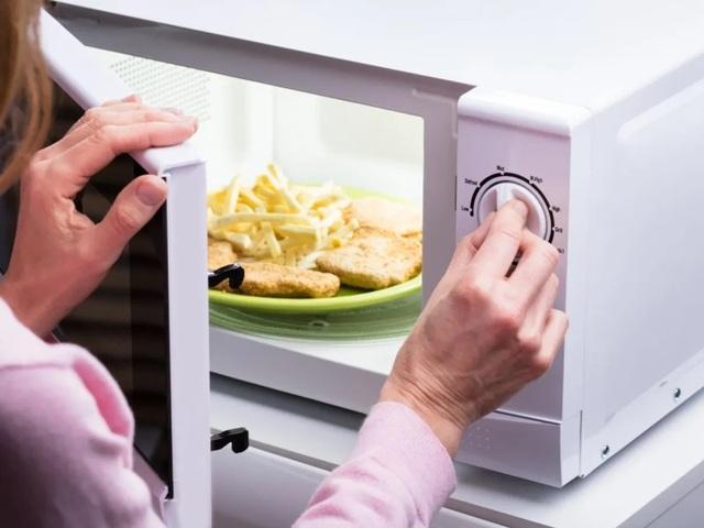Hâm nóng thức ăn bằng lò vi sóng có thể tiêu diệt được vi khuẩn hay không? - 1
