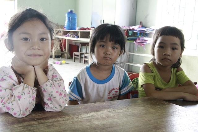 Thương hàng trăm em nhỏ lấm lem đi kiếm chữ trong hội trường thôn, buôn - 8